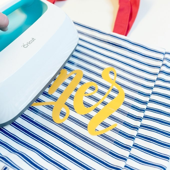 use cricut easypress to add iron-on image to tote